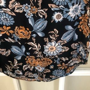 H&M Tops - 2 for $15 H&M Floral Top Crew Neck Navy Size 6